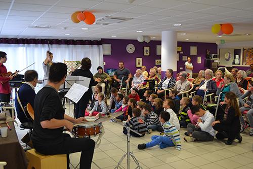 Journée Intergénérationnelle à l'EHPAD du Coudray Montceaux